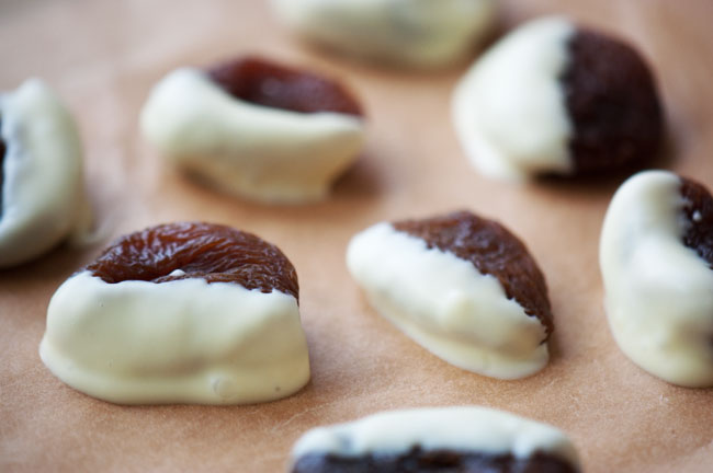 Abrikoser i hvid chokolade